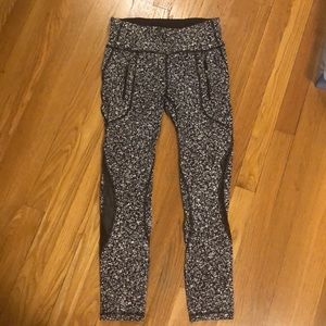 Lululemon black & white printed leggings.  Size 6.